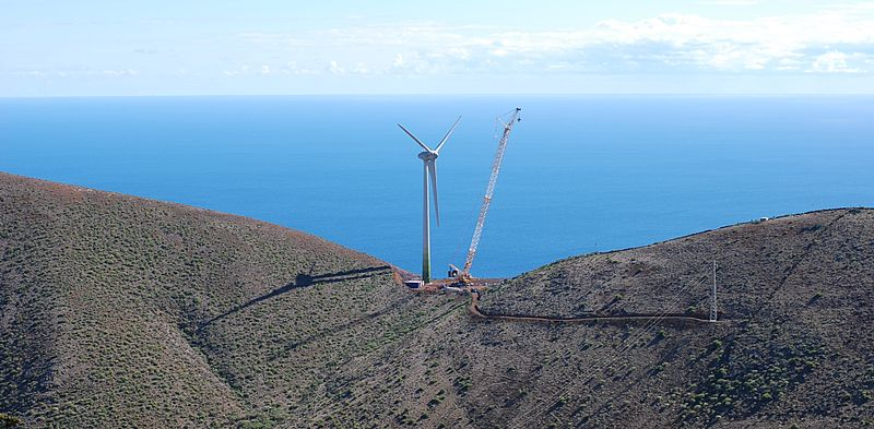 800px-Wind_turbine_2.5mw_on_el_hierro_island