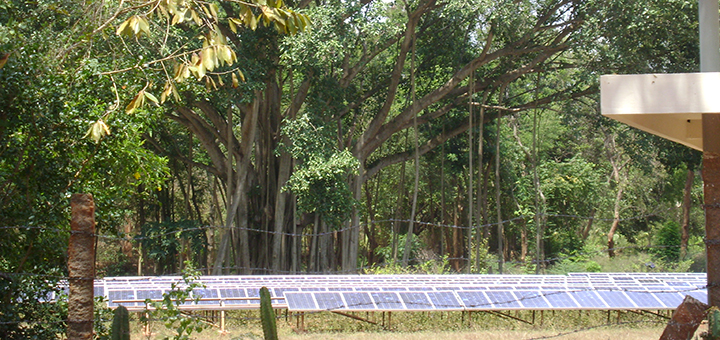 India submitted its climate targets to the UNFCCC. While the world's third largest emitter has ruled out absolute emission reductions, it has pledged to expanding renewable energy production. (Photo credit: Judith Zimmermann)