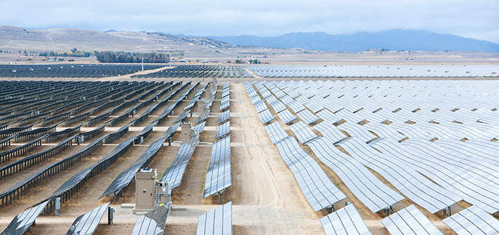 The US solar power industry is moving away from large solar power plants and instead focusing on homeowners and businesses.