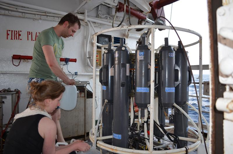 Onboard of the research vessel ORV Sagar Kanya in the Bay of Bengal: In February 2014 scientists collected seawater samples from different water depths at seven stations. Cameron Callbeck (MPI) and Morten Larsen (SDU)